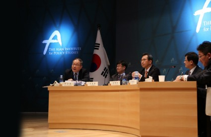 International Law Perspectives on China's ADIZ and Japan's Position on Collective Self-Defense